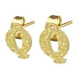 Stud de oreja en acero letra gold ip Q