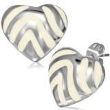 Stud de acero 116 - corazón fondo blanco