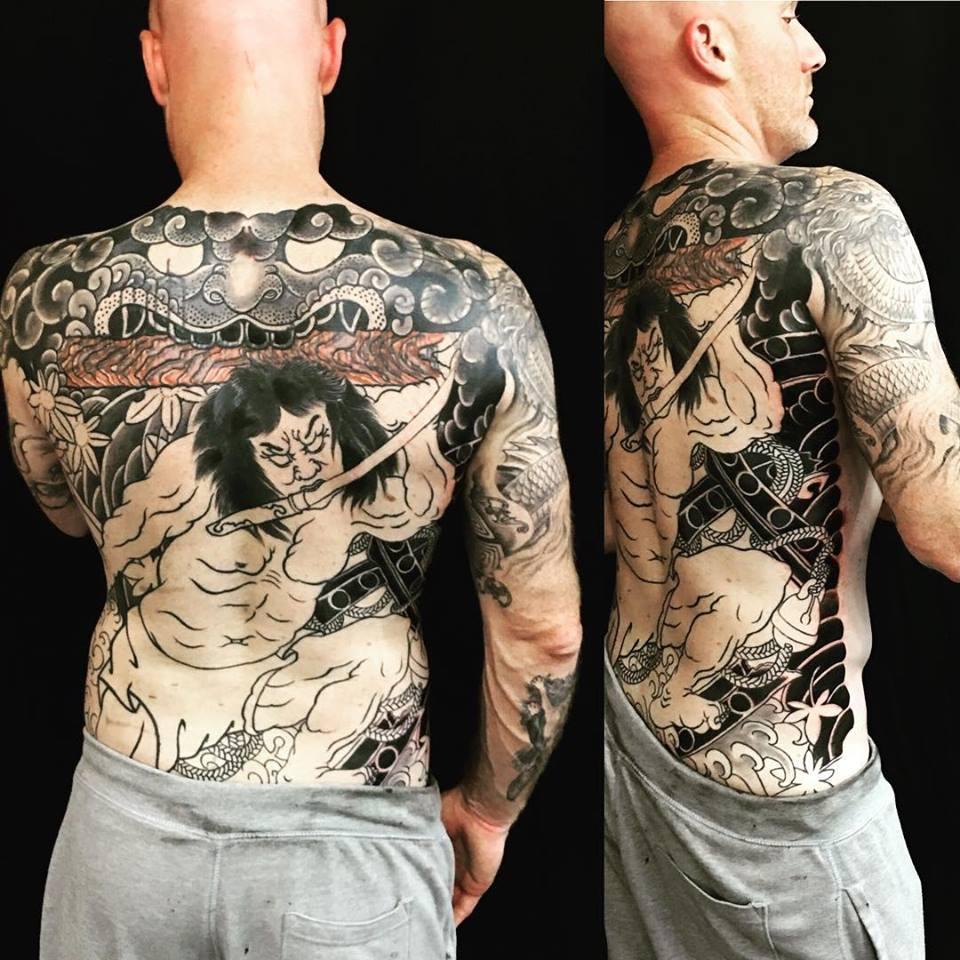 Tatuaje japonés de la espalda realizado por Ami James