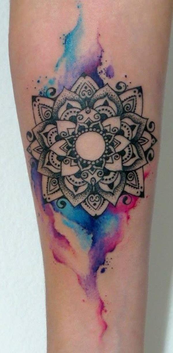 Tatuaje de mandala en la pierna